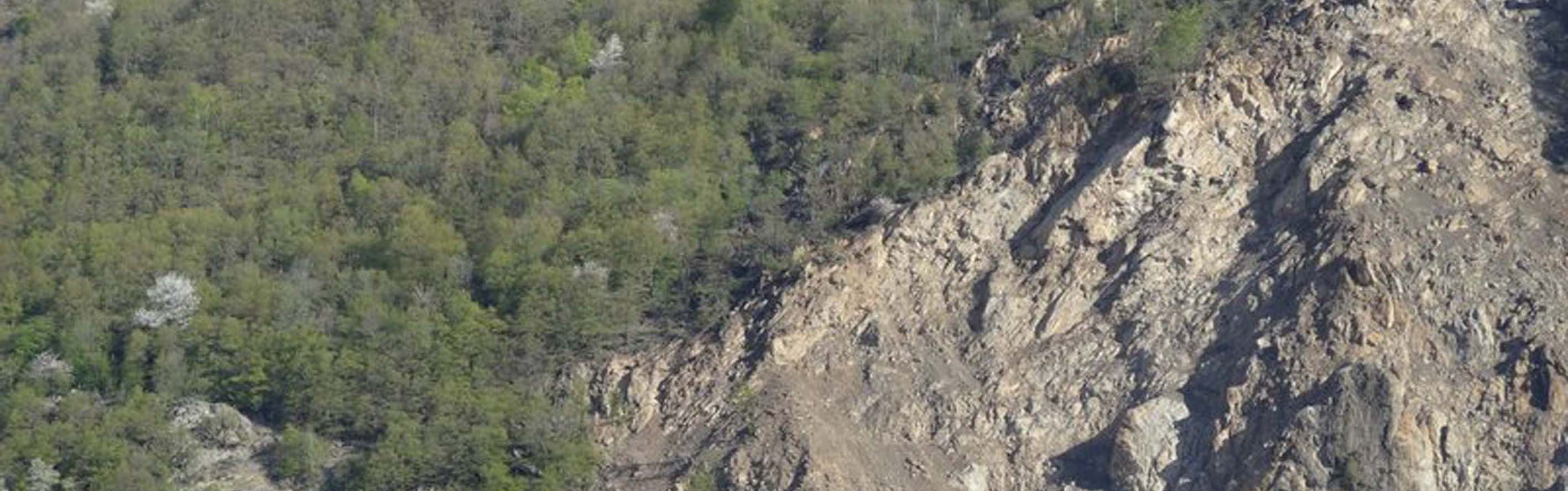Séchilienne landslide: geological discontinuities at the top of the main scarp in 2016
